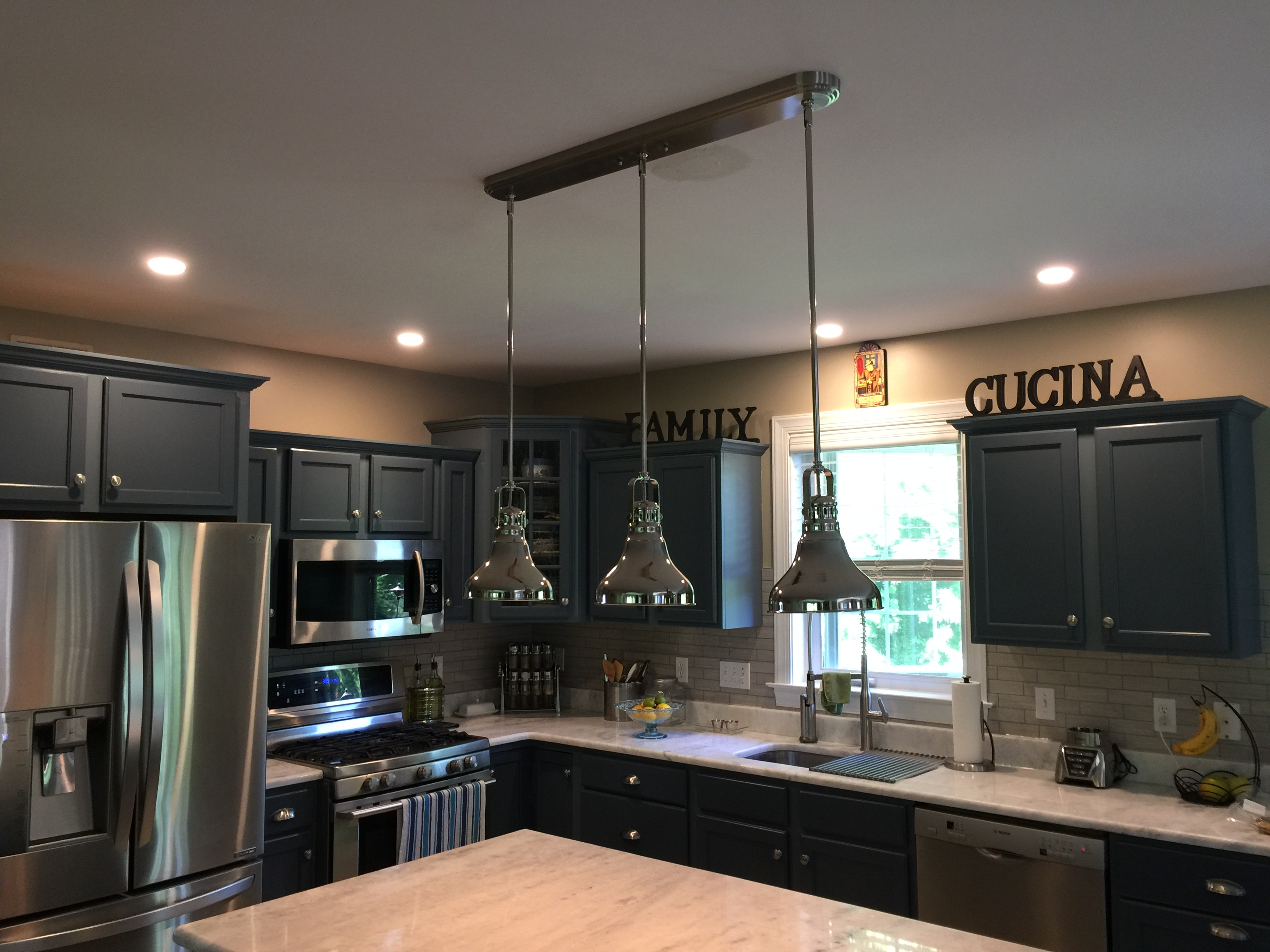 KITCHEN ISLAND LIGHTS, ISLAND RECEPTACLES AND OVEN RECESSED LIGHT